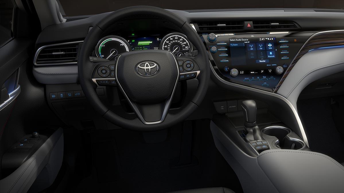 Lý giải sức hút của Toyota Camry 2018
