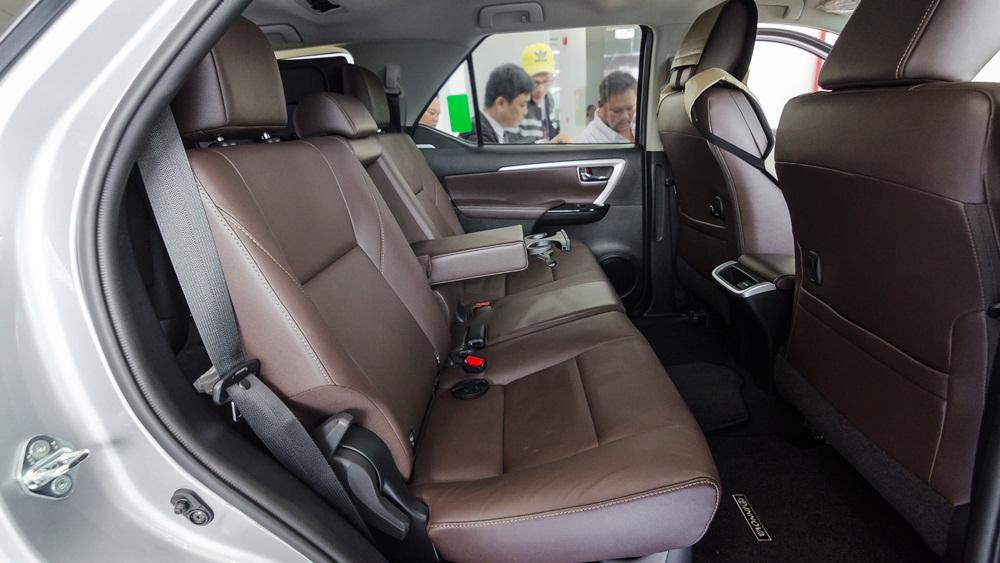Giá xe Toyota Camry 2017